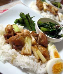 焼き鳥のせご飯のプレート