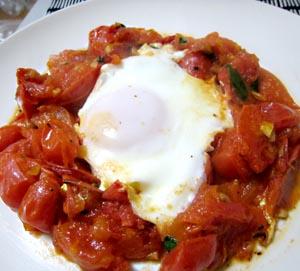 トマト目玉焼き